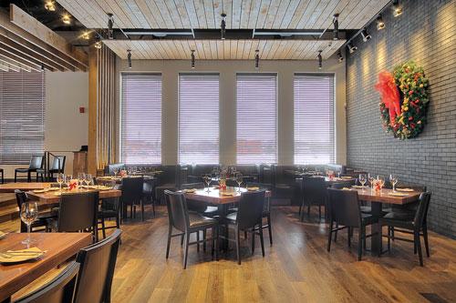 Habillage de fenêtres sur mesure restaurant Zibo, Cage aux Stores